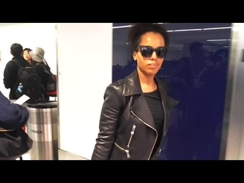 "Scandal Star Kerry Washington Rocking ""The Negan"" At LAX"