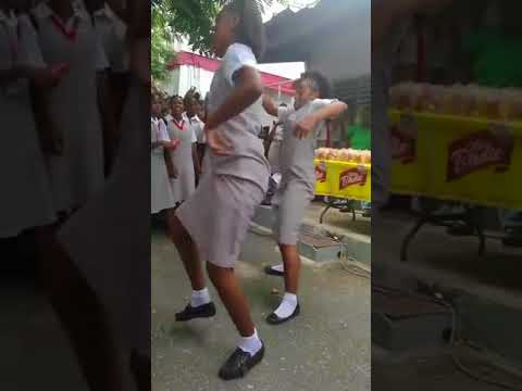 Amazing shoulder dance from Jamaica The Queen's School @dj kemar di finest