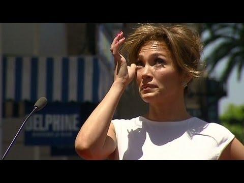 Jennifer Lopez tears up during Walk of Fame ceremony