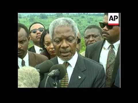 Rwanda - Kofi Annan visits memorial site