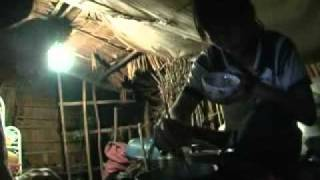 Chị họ mồ côi nuôi em họ mồ côi trong căn nhà lá ộp ẹp thiếu thốn trăm bề 😢
