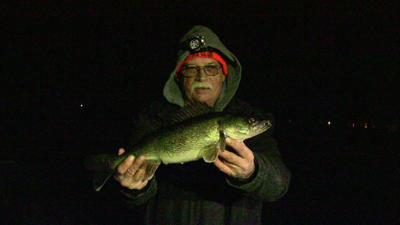 Ice fishing 2017 night time walleyes late night bite for Ice fishing youtube