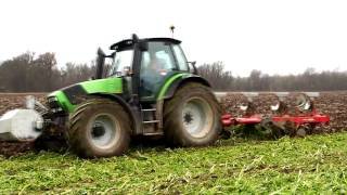 2 x Deutz Fahr Agrotron beim Pflügen