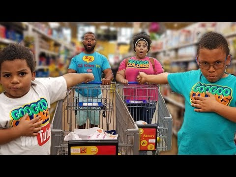 FAMILY PRETEND PLAY SHOPPING AT KROGER GROCERY STORE! Learn to Eat Healthy