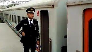 Kereta Api Kalimaya Berhenti Luar Biasa (BLB) di Stasiun Maja bersilang KA Babarandek
