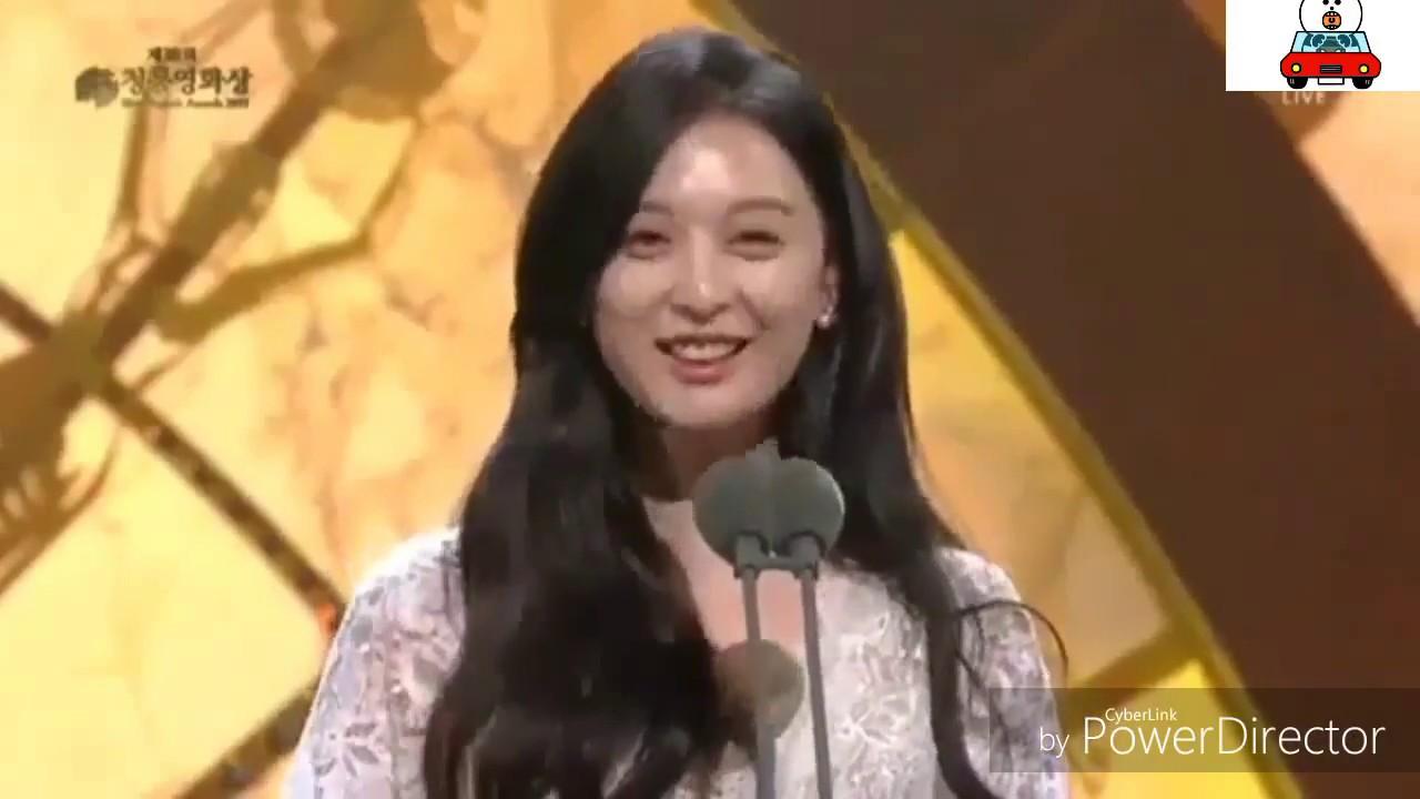 CUTE expresion Kim ji won and minho at Blue Dragon Award 2017