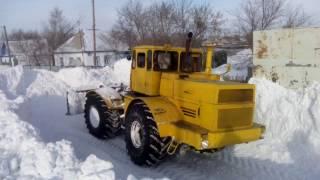 К-700 пробивает сугроб, чистит снег! Эпичное видео! К-700 зверь машина.(К-700 зверь машина., 2017-01-27T12:56:34.000Z)