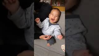 ハルちゃん 初めての風船遊び Baby laugh balloon
