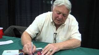 Bobby Hull signs autographs for The SI KING 6-8-14