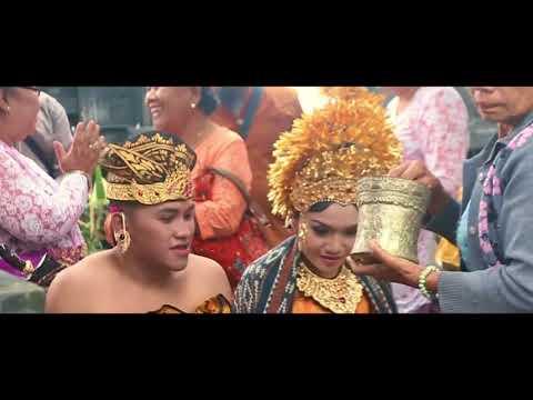 Pernikahan Adat Hindu Bali (Pewiwahan di Batur, Kintamani, Bali)