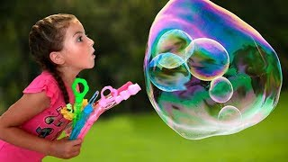 Vania Mania and Daddy play with bubbles toys for kids