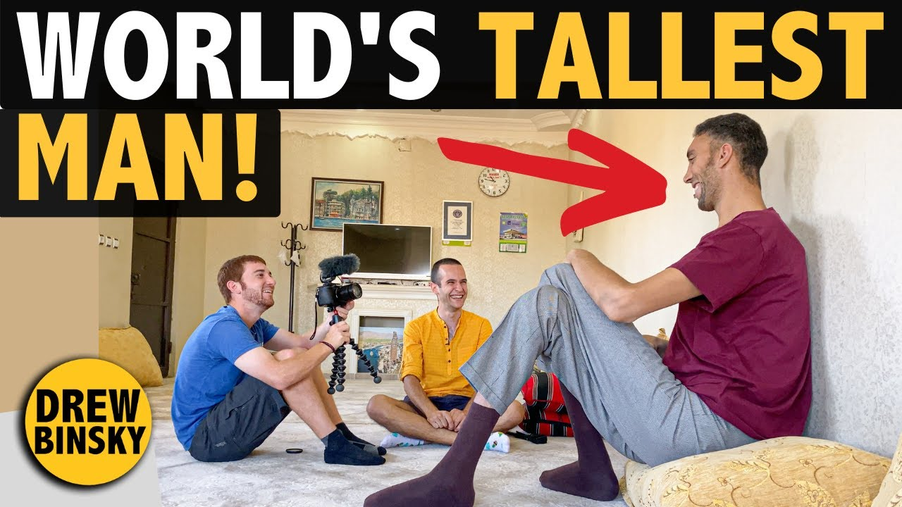 THE WORLD'S TALLEST MAN (251 cm, 8 feet 2 inches!)