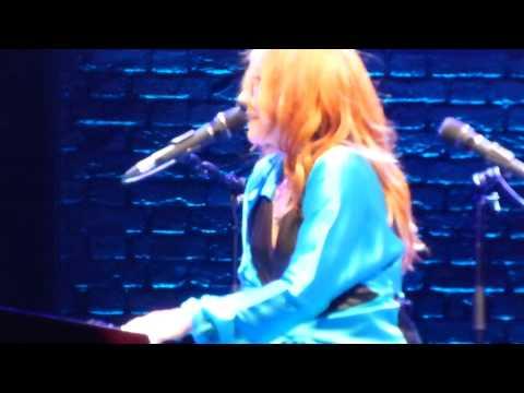 Tori Amos: Wedding Day - The Beacon Theatre, New York City 2014-08-12 HD1080