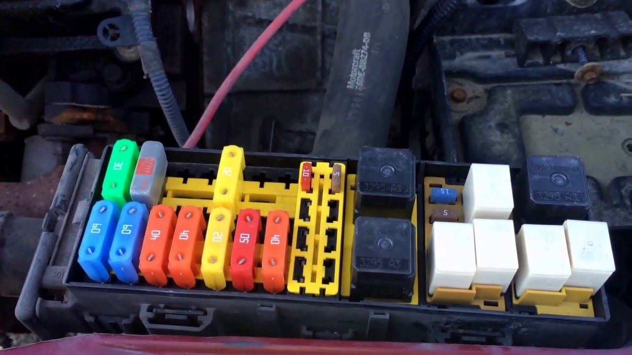 maxresdefault 2004 ford taurus main fuse box location youtube 2004 ford taurus under hood fuse box diagram at aneh.co