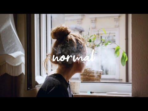 Sasha Sloan - Normal [Karaoke/Instrumental]