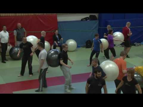 Dynamic core training on Swiss Ball