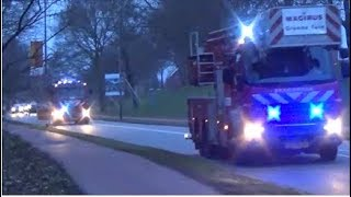 Brandweer 17-3831, 17-3832 + 17-3751 & Politie met spoed naar een brandalarm.