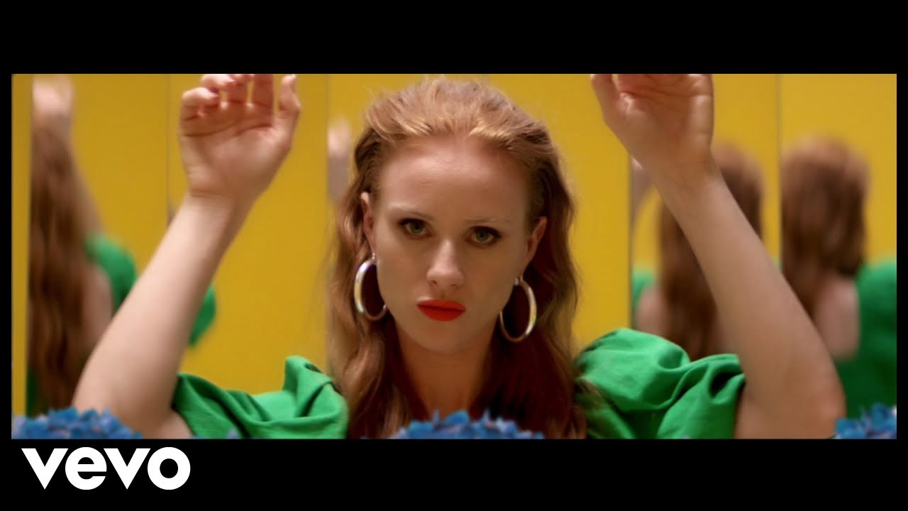 Vera Blue – Lie To Me (Official Video)