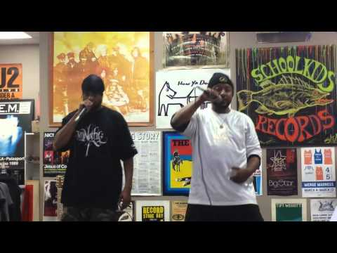 ESTILO 2014 LIVE IN-STORE REGGAETON SHOW AT SCHOOLKIDS RECORDS(RALEIGH ,NC)!!!!!