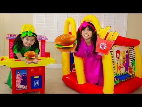 Emma & Jannie Pretend Play w/ McDonalds Hamburger Restaurant Food Toys
