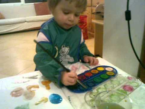 Topiccia 19 - Bella bimba piccola Giotto dipinge e fa cerchi con sorellina buffa 4m.mp4