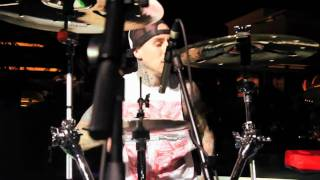Yelawolf ft. Travis Barker - Billy Crystal_ Good To Go at XS Nightclub [www.keepvid.com].mp4
