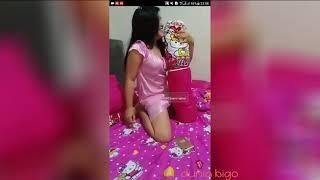 Download Video Fokus pada guling, wanita montok kelakuannya di ranjang MP3 3GP MP4