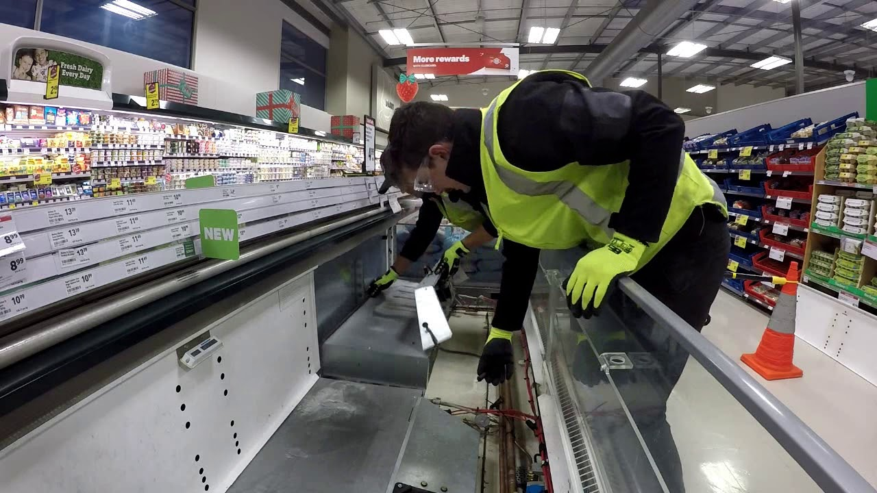 supermarket case cleaning