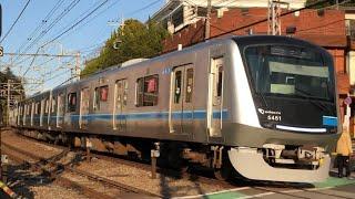 小田急新型車両5000形5051編成(トップナンバー)が通過するシーン