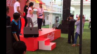 Clip Ca sĩ Akira Phan quậy tưng bừng cùng sinh viên trường ĐH Tôn Đức Thắng