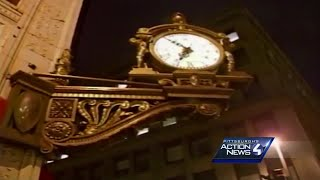 Nov. 18, 2005: Kaufmann's unveils its final window display in downtown Pittsburgh
