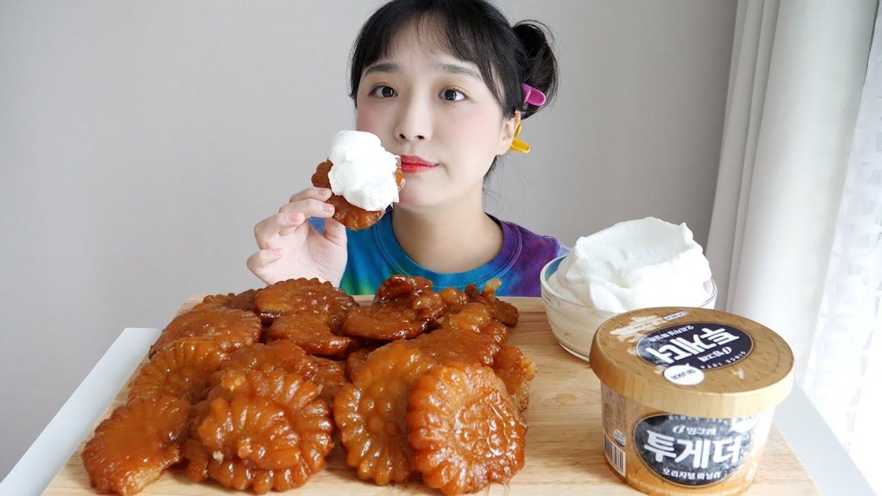 약과와 생크림 먹방🧸핵꾸덕 핵쫀득.. 약과 덕후의 최애약과 ft. 아이스크림 REALSOUND MUKBANG | Korean dessert, Yakgwa :D