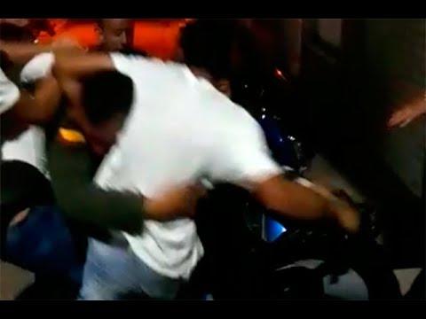 Video de agresión tras la cual policía disparó su arma y dos personas murieron