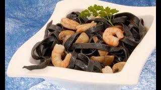Receta de pasta negra con champis y gambas - Karlos Arguiñano