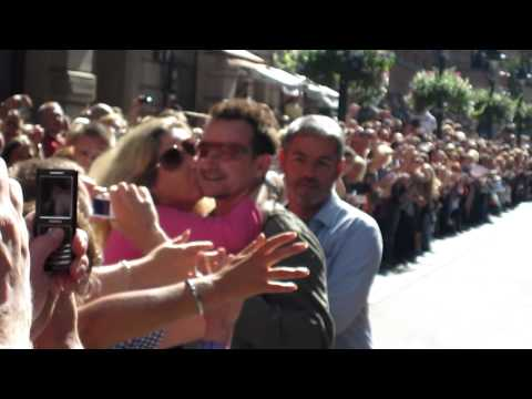 U2 Bono greets fans while leaving Hotel Kämp in Helsinki, 2010-08-22