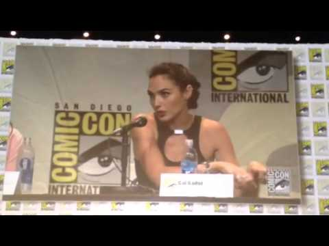 Wonder Woman Gal Gadot - Fan Asks Question In Hebrew San Diego Comic-Con 2015 #SDCC