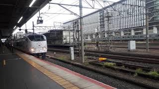 JR西日本京都駅で281系特急はるかと223系新快速の発車シーン(2019年10月14日月曜日)携帯電話で撮影