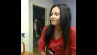 Девушка хорошо читает рэп (Альбина Сафарова)