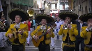 VIDEOCLIP UN CHARRO EN SAN FERMIN - Los Tenampas y El Mariachi