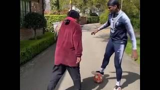 فيديو.. بوجبا يراوغ والدته بـكوبري محرج - الرياضة