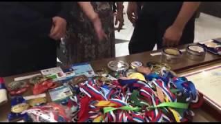 ван Кузьмин прикоснулся к олимпийской медали