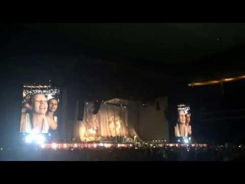 Rihanna - Diamonds (Live, at the Commerzbank-Arena Frankfurt, 17th July 2016)