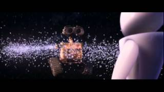 WALL E and EVE dancing