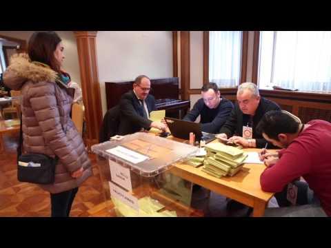Moskova'daki Türk Seçmenler Halk Oylaması Için Sandık Başına Gitti