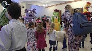 Праздник для детей и родителей. В Новосибирске провели День усыновления