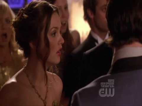 Blair wins Prom Queen because of Chuck ( Gossip Girl 2x24 )