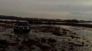 видео Капец! Мужики утопили Mitsubishi L200!