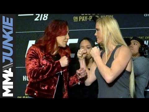 Cris Cyborg, Holly Holm face off in Detroit ahead of UFC 219 title fight