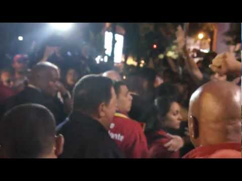 Chávez en la plaza de los Museos momentos antes de lanzar el Satélite Miranda 1/2
