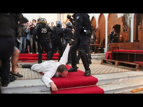 Paris police drag worshippers out of church due for demolition, day after slain priest's funeral